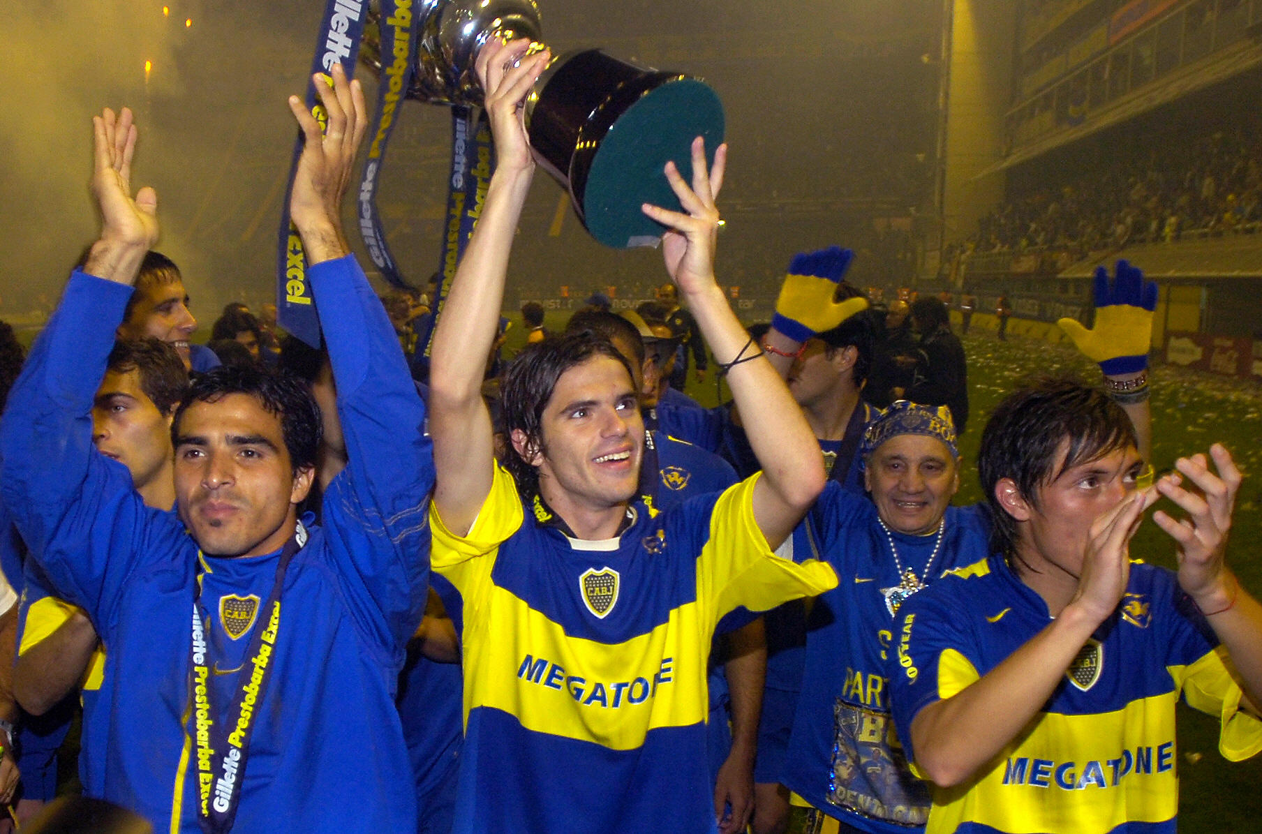 Buenos Aires, ARGENTINA:  Boca Junior's players Claudio Morel Rodriguez (L) Fernando Gago (C) and Neri Cardozo, celebrate their Clausura Tournament title at La Bombonera stadium in Buenos Aires, 14 May 2006. AFP PHOTO/Juan MABROMATA  (Photo credit should read JUAN MABROMATA/AFP/Getty Images)